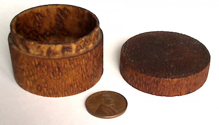Old burned design wood trinket snuff pill box treen pyrography - Click Image to Close